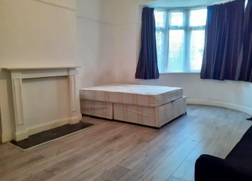 Room to rent in Woodberry Grove, Finsbury Park, London N4