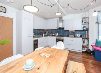 2 bed flat for sale in Chesterfield Gardens, London N4
