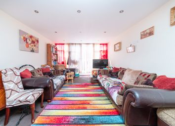 Victoria Road, Ruislip HA4. 2 bed flat