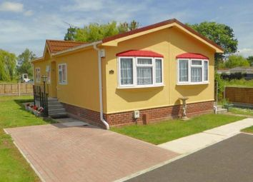 2 bed mobile/park home for sale in Pooles Lane, Hullbridge, Hockley SS5