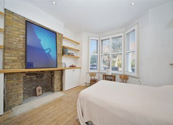Pember Road, London NW10. 2 bed flat