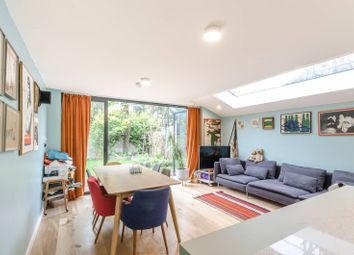 Elliotts Row, Elephant And Castle, London SE11. 2 bed flat for sale