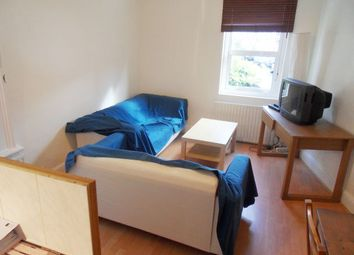 Thumbnail 4 bed triplex to rent in Sandmere Road, Clapham