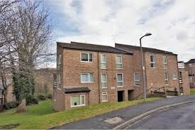 Thumbnail 2 bedroom flat to rent in Frizley Gardens, Bradford