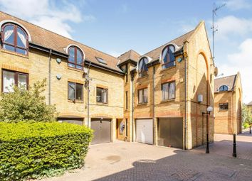 Roding Mews, London E1W. 2 bed flat for sale