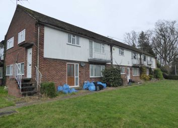 2 bed maisonette to rent in Selsdon Avenue, Woodley, Reading RG5