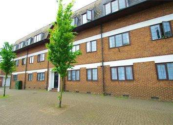 Thumbnail 1 bed flat to rent in Roof Gardens, 118 Exchange Road, Watford, Hertfordshire