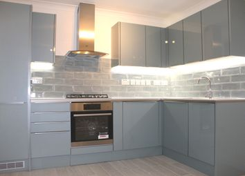2 bed flat to rent in Bellfield Road, High Wycombe HP13