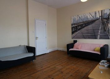 3 bed flat to rent in Vant Road, London SW17