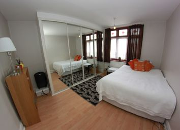 Thumbnail 2 bed flat to rent in Dellow Street, London