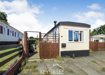 2 bed mobile/park home for sale in Sunset Drive, Havering-Atte-Bower, Romford RM4