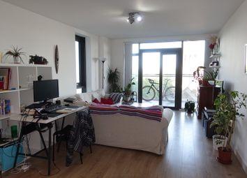 3 bed flat to rent in Beechwood Road, Hackney E8