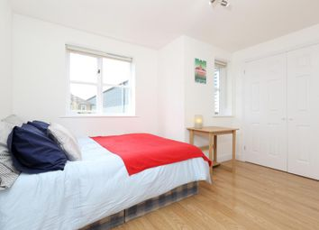 Room to rent in Mast House Terrace, London E14