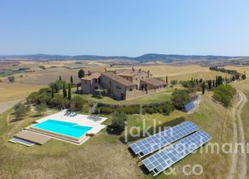Thumbnail 9 bed country house for sale in Italy, Tuscany, Siena.