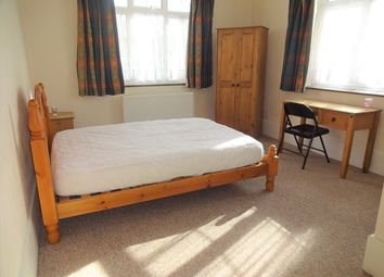 Thumbnail Room to rent in Camborne Grove, Yeovil