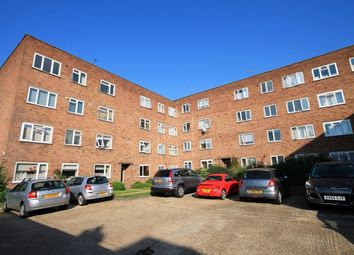 Thumbnail 2 bedroom flat to rent in Victoria Road, Romford