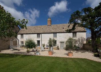 Thumbnail 4 bed cottage for sale in Foxdown Close, Kidlington