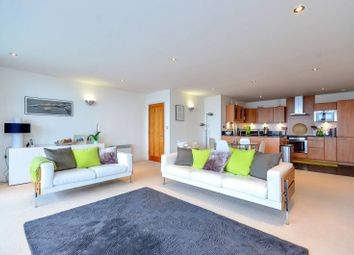 Thumbnail 2 bed flat to rent in Western Gateway, Canary Wharf