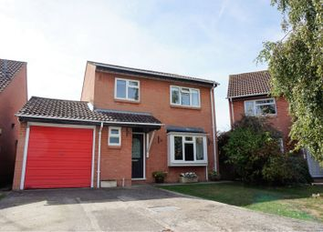 Thumbnail 4 bed detached house for sale in Wren Close, Wokingham