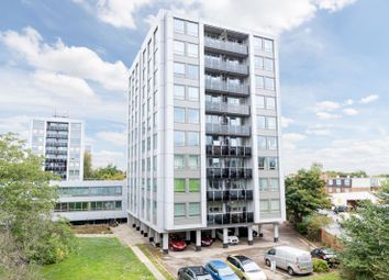 2 bed flat to rent in Wellington Close, Walton-On-Thames KT12