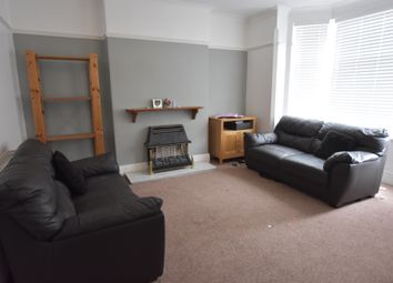 2 bed flat to rent in Dunlop Avenue, Lenton, Nottingham NG7