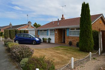 Thumbnail 2 bed detached bungalow for sale in Tithebarn Drive, Parkgate, Cheshire