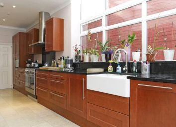 Thumbnail 4 bed flat to rent in Kings Avenue, Balham, London