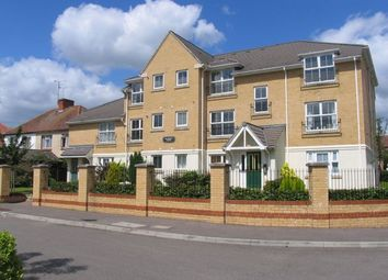 2 bed maisonette to rent in Windsor Close, Farnborough GU14