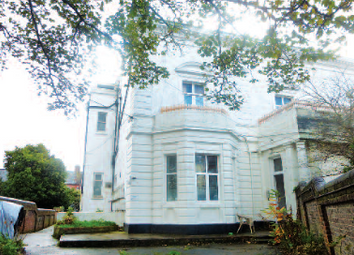 2 bed flat to rent in Grove Road North, Southsea PO5