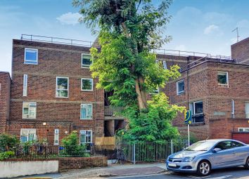 St Peters Close, Bethnal Green, London E2. 2 bed flat
