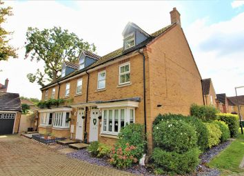 Lawrence Close, Maidenbower, Crawley, West Sussex. RH10. 3 bed end terrace house