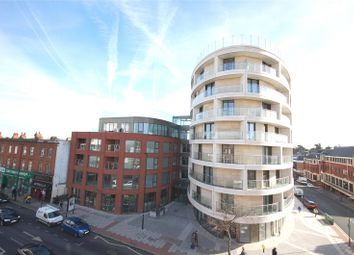 Thumbnail 1 bed flat to rent in Gateway House, Regents Park Road, Finchley, London