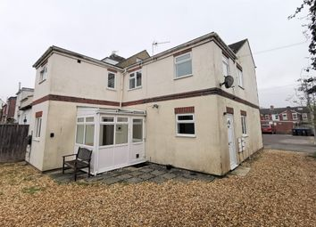 2 bed flat to rent in Longland, Salisbury, Wiltshire SP2
