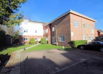 2 bed flat to rent in Vale Farm Road, Horsell, Woking GU21