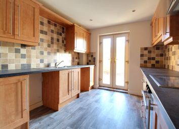 2 bed flat to rent in West Street, Thorne, Doncaster DN8