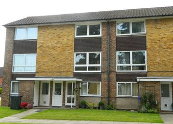 2 bed maisonette to rent in Cotswold Court, Horsham RH13