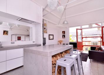 Thumbnail 2 bed flat to rent in Fanshaw Street, Shoreditch