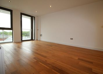 Thumbnail 1 bed flat to rent in Gateway House, Regents Park Road, Finchley