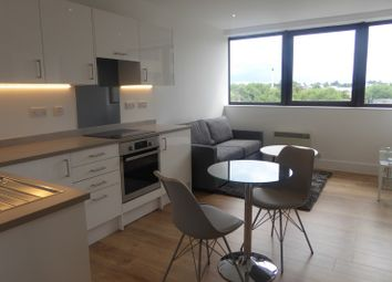 1 bed flat to rent in Hanover House, Kings Road, Reading RG1