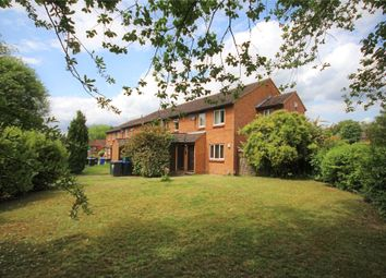 2 bed maisonette for sale in Venton Close, Horsell, Woking GU21