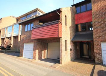 Thumbnail 1 bed flat to rent in Osprey Court, Sidmouth Street, Reading