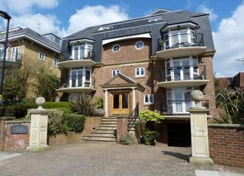 Thumbnail 2 bed flat to rent in Crescent Road, Enfield