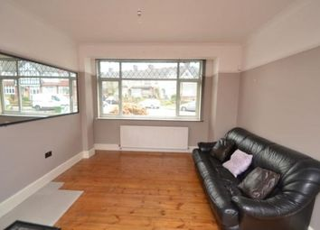 3 bed flat to rent in Milborough Crescent, London SE12