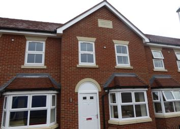 Thumbnail 2 bed town house to rent in Reservoir Crescent, Reading