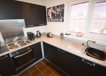 2 bed flat to rent in Doveholes Drive, Sheffield S13