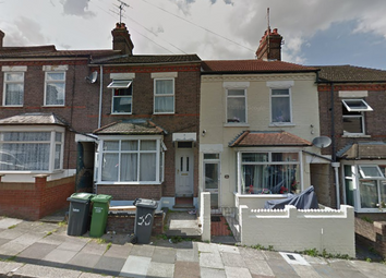 3 bed terraced house to rent in Chiltern Rise, Luton LU1