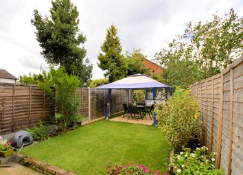 2 bed maisonette for sale in Holly Park Road, Frien Barnet, London N11