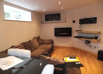Thumbnail 1 bed flat to rent in Central, Buxton