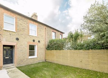 2 bed flat to rent in Heath Road, Twickenham TW2