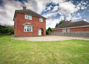 Thumbnail 3 bed detached house to rent in Manor Crescent, Didcot